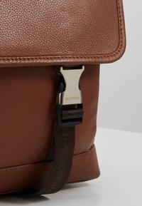 Valentino by Mario Valentino - WOLF SATCHEL - Briefcase - cognac - 6