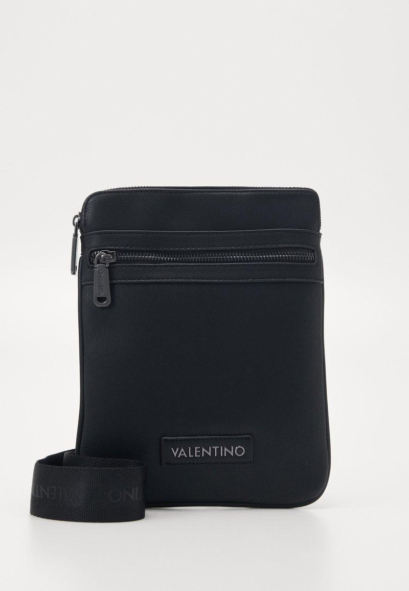 Valentino by Mario Valentino - FINN - Taška spříčným popruhem - nero