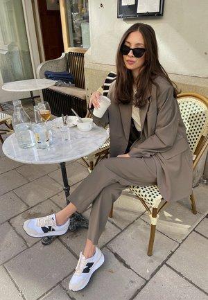Collezione donna New Balance grigio | Zalando
