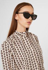 Alexander McQueen - Sluneční brýle - black - 1