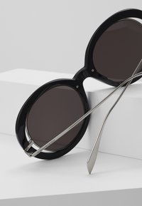 Alexander McQueen - Sunglasses - black/grey - 3