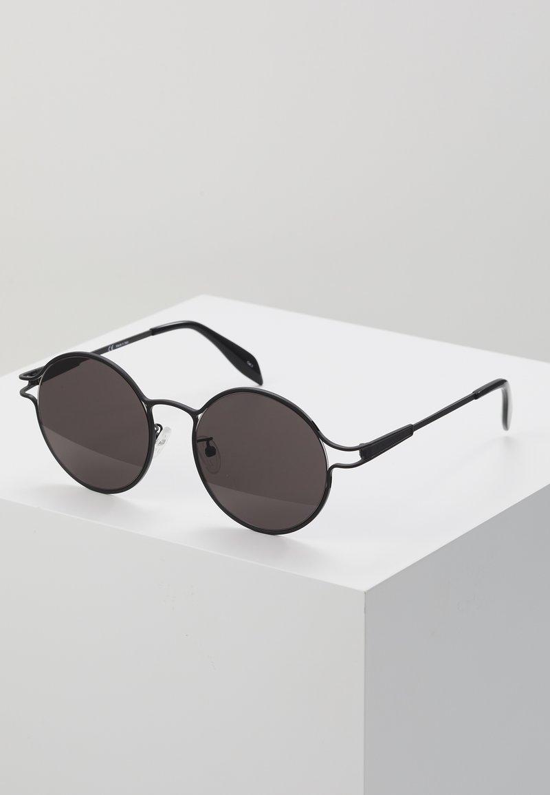Alexander McQueen - Aurinkolasit - black/grey