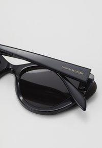 Alexander McQueen - Lunettes de soleil - black/grey - 2