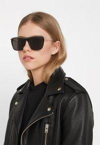 Alexander McQueen - Sonnenbrille - black - 3