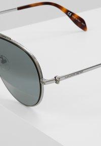 Alexander McQueen - Solbriller - silver-coloured - 5