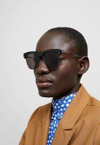 Alexander McQueen - Sluneční brýle - black/ruthenium/grey - 2