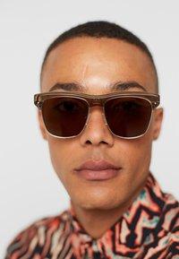 Alexander McQueen - Sonnenbrille - beige/silver/brown - 1