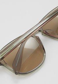Alexander McQueen - SUNGLASS  - Sluneční brýle - beige/brown - 2