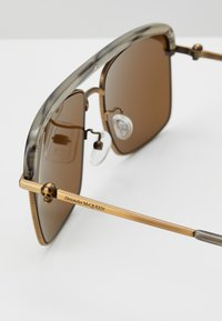 Alexander McQueen - SUNGLASS MAN - Sluneční brýle - bronze-coloured/brown - 2