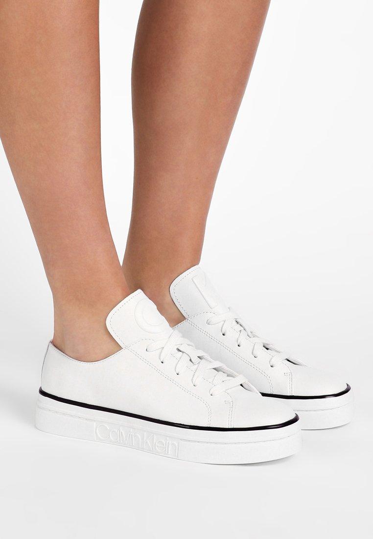 Calvin Klein - KASANDRA - Baskets basses - platinum white