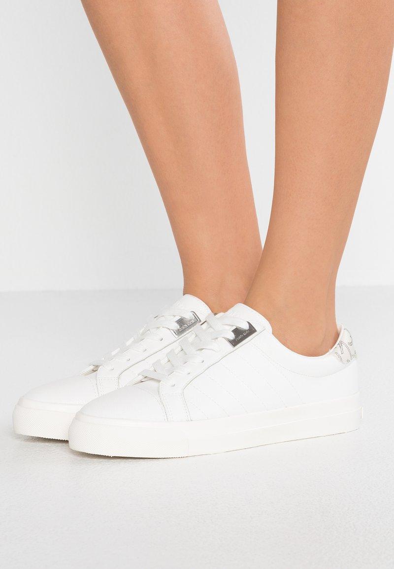 Calvin Klein - VANCE - Sneakersy niskie - white