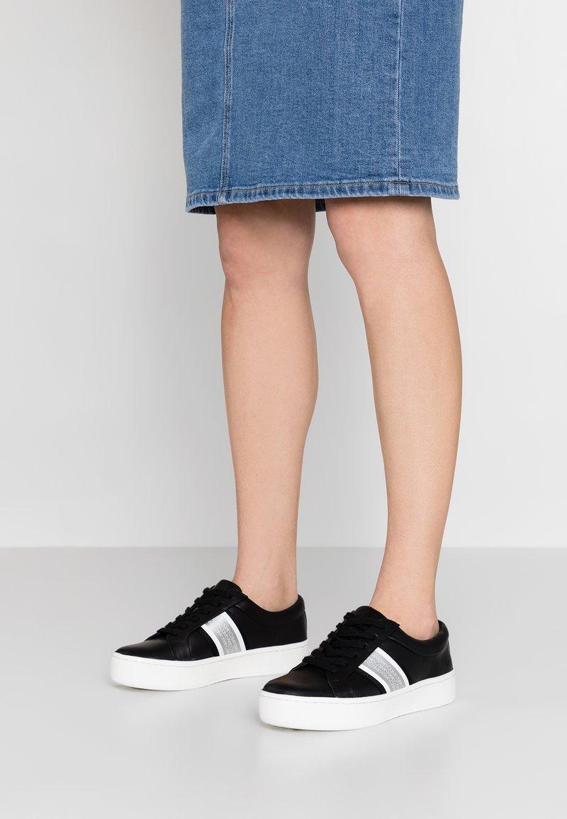 Calvin Klein - CASHAWNDA - Baskets basses - black/white