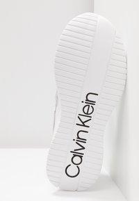 Calvin Klein - ULTRA - Sneakers laag - silver/black - 6