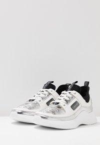Calvin Klein - ULTRA - Sneakers laag - silver/black - 4