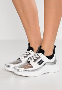 Calvin Klein - ULTRA - Sneakers laag - silver/black - 0