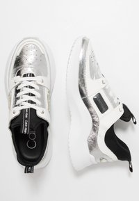 Calvin Klein - ULTRA - Sneakers laag - silver/black - 3