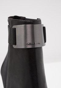 Calvin Klein - Støvletter - black/gunmetal - 2