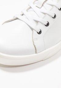 Calvin Klein - Sneakersy niskie - white - 2