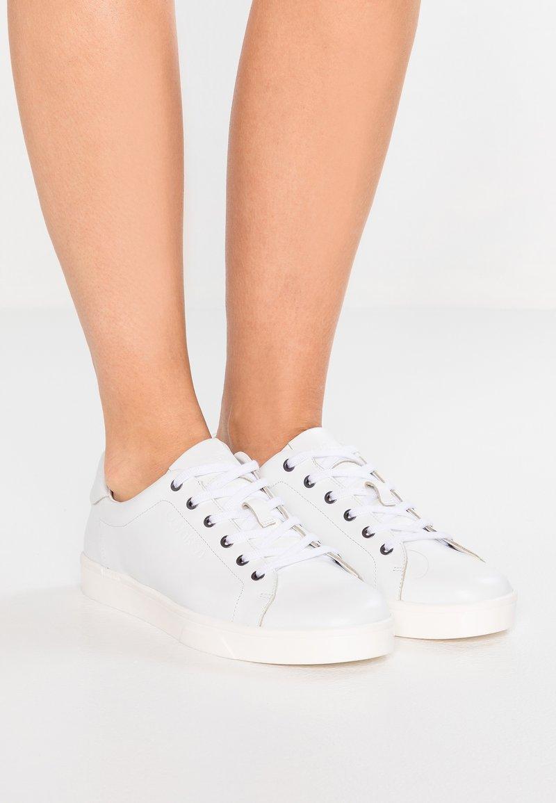 Calvin Klein - Sneakersy niskie - white