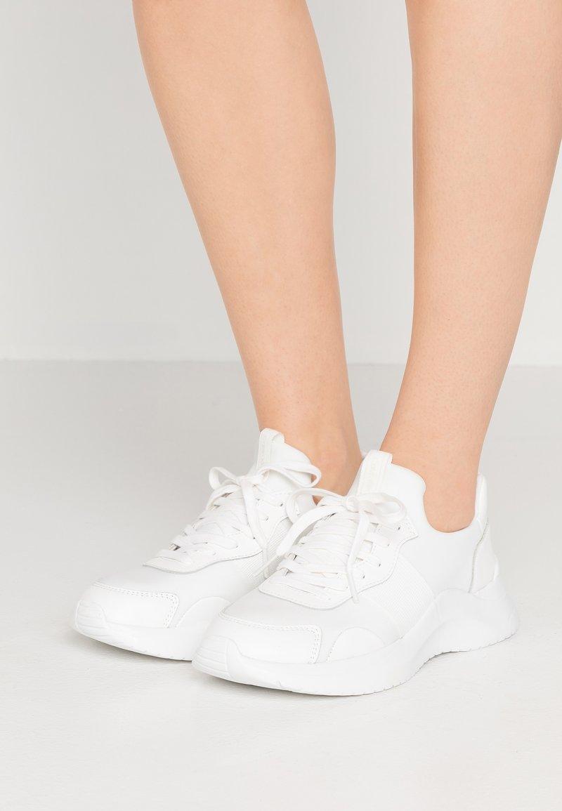 Calvin Klein - RUNNER - Baskets basses - white