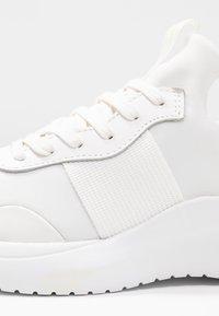 Calvin Klein - RUNNER - Baskets basses - white - 2