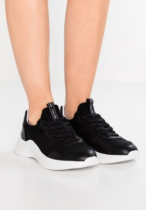 RUNNER - Trainers - black