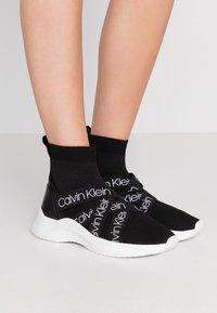 Calvin Klein - UMNEY - Vysoké tenisky - black/white - 0