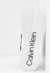 Calvin Klein - UMNEY - Vysoké tenisky - black/white - 6