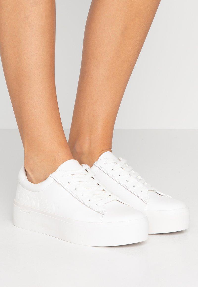 Calvin Klein - JANIKA - Sneakersy niskie - white