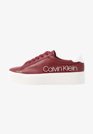 JANIKA - Sneaker low - barn red