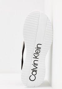 Calvin Klein - ULTRA - Joggesko - black/white - 6
