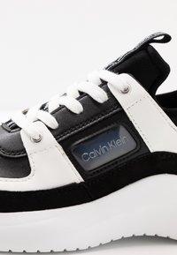 Calvin Klein - ULTRA - Joggesko - black/white - 2