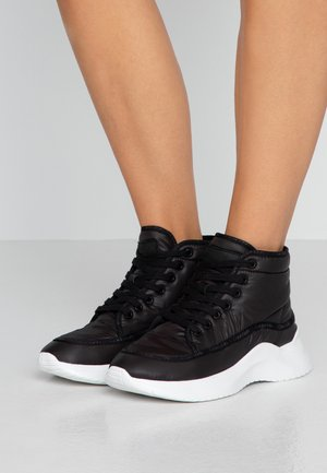 UDA - High-top trainers - black