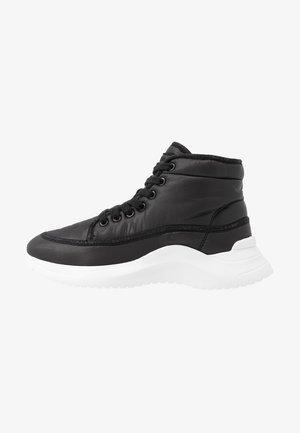 UDA - High-top trainers - black