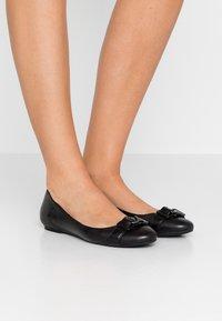 Calvin Klein - ORION - Klassischer  Ballerina - black - 0