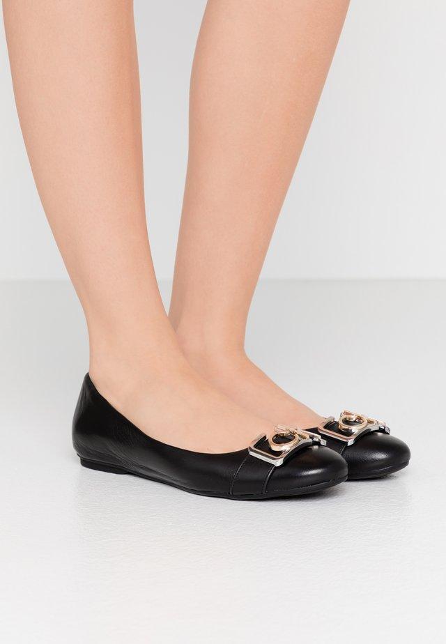 OMIE - Ballerina's - black