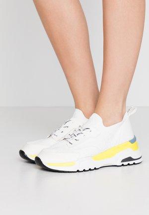 HENSLEY - Sneakers laag - white