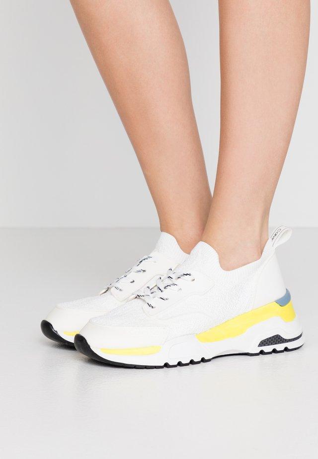 HENSLEY - Sneakers - white