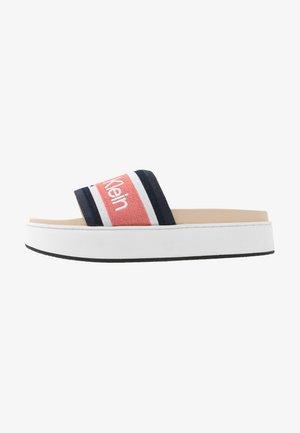 JAIMEE - Pantofle - coral/navy