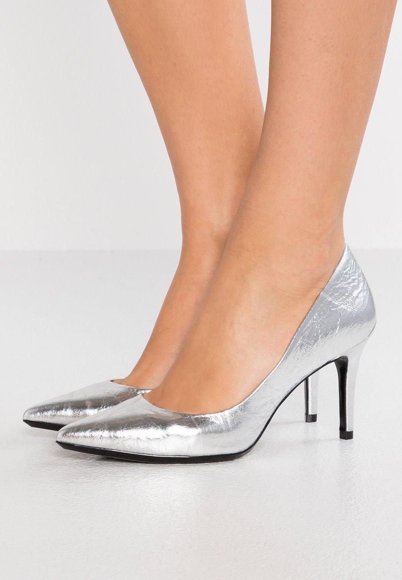 Calvin Klein - GAZELLE - Tacones - silver