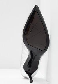 Calvin Klein - GAZELLE - Tacones - silver - 6
