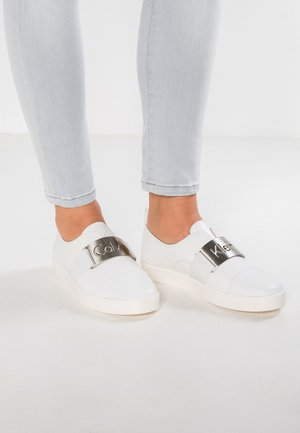 ILONA - Loaferit/pistokkaat - platinum white