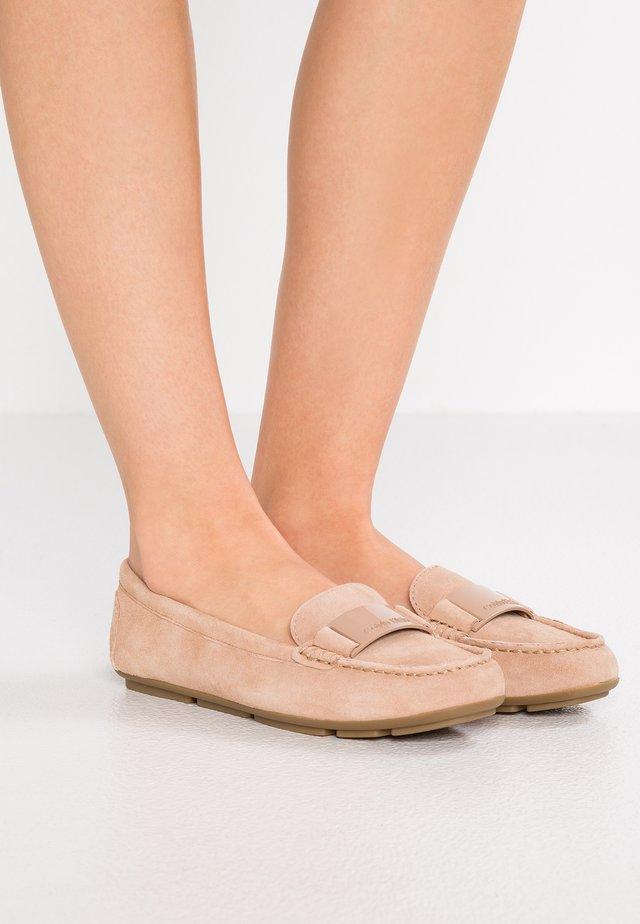 LASSEY - Slippers - desert sand