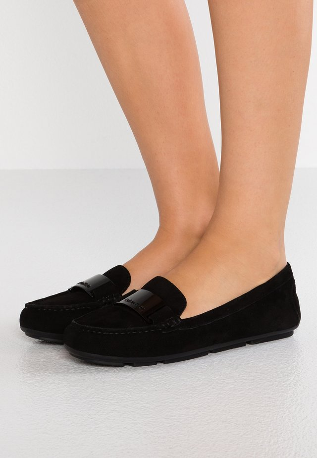LASSEY - Slippers - black