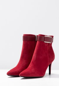 Calvin Klein - GITAR - Botines de tacón - red rock - 2