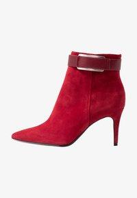 Calvin Klein - GITAR - Botines de tacón - red rock - 0