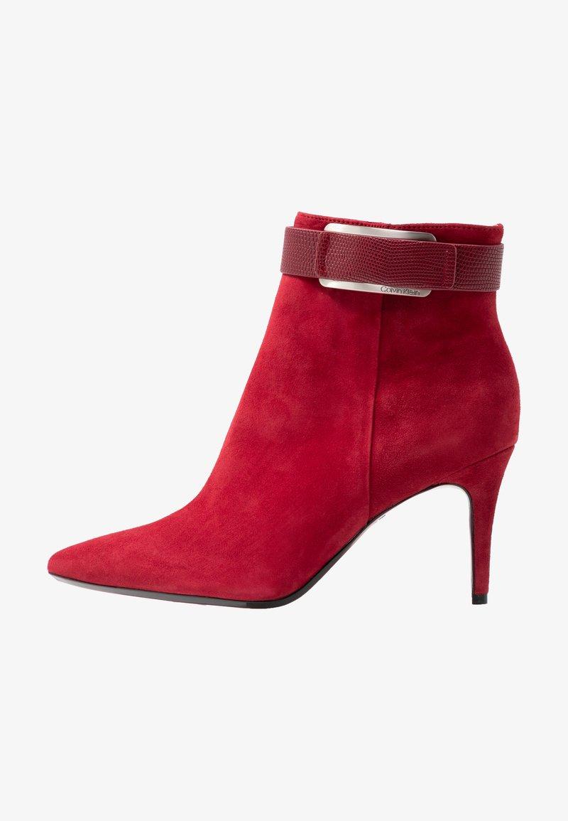Calvin Klein - GITAR - Botines de tacón - red rock