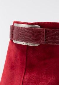 Calvin Klein - GITAR - Botines de tacón - red rock - 5