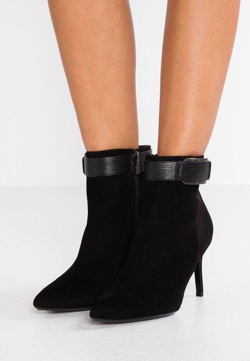Calvin Klein - GITAR - Ankelboots med høye hæler - black