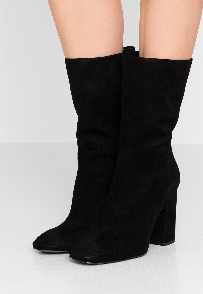 Calvin Klein - LORAH - Kozačky na vysokém podpatku - black